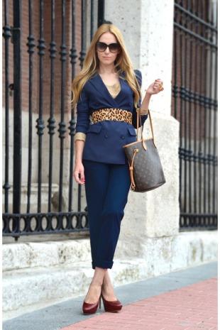 The-handbag-near-your-elbow-reflects-your-fashion-sense
